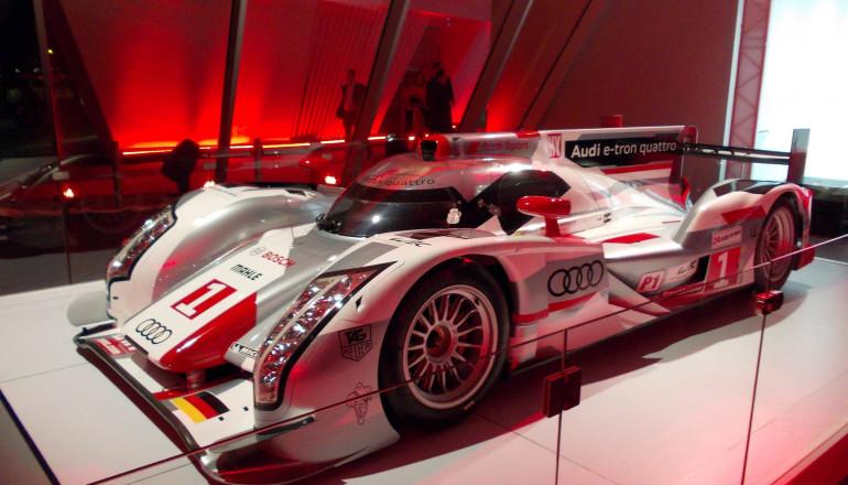 Audi e-tron quattro showroom