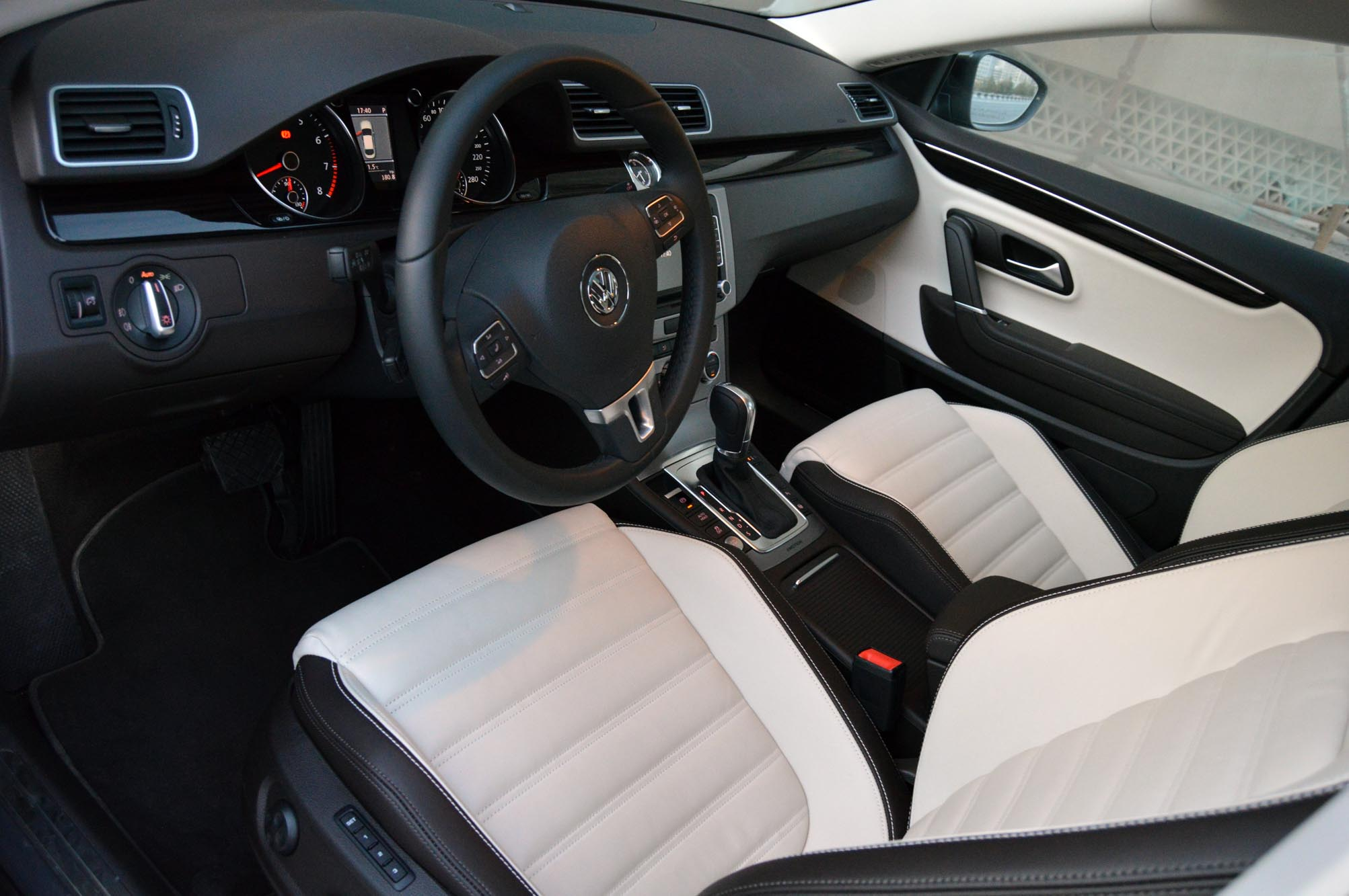 volkswagen cc 2012 review more premium more value. Black Bedroom Furniture Sets. Home Design Ideas