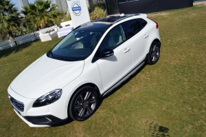 Volvo V40 hits GCC markets with unmatched safety | drivemeonline.com