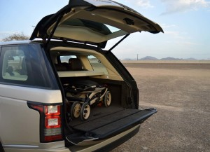 Range Rover 2013 has an automatic bootlid on top and bottom