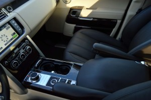 Range Rover continues with the dual view screen