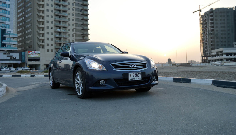G37 and G 25 Infiniti luxury sedan