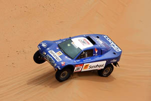 Uae motor sport exciting 2013 14 season ahead for Cross country motor club phone number