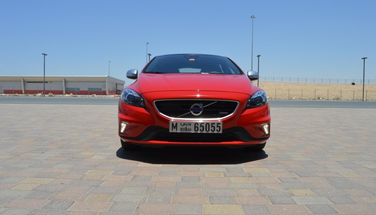 Volvo V40 review UAE