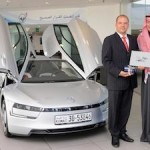 Mr Ali Murad Behbehani received the first Volkswagen XL1 during an official ceremony with Volkswagen Middle East_2