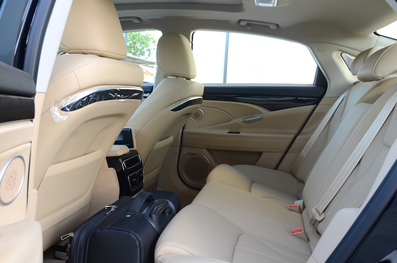 Geely Emgrand GT rear space