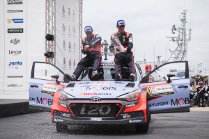 Thierry Neuville (BEL) celebrates the podium