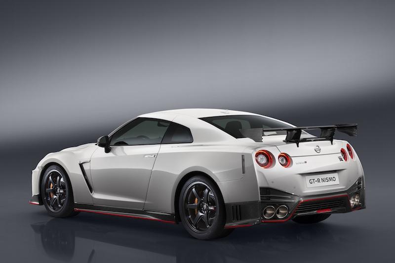 """SPECS: """"VR38DETT"""" DOHC 3.8L V6 engine /592 hp (600PS) @6800 rpm / 652 Nm torque @3600-5600 rpm"""