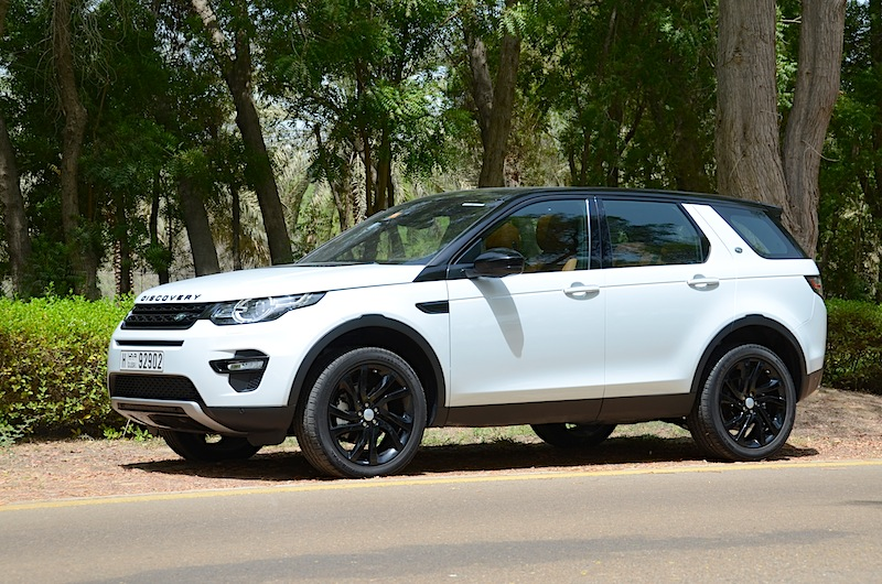 land-rover-discovery-sport-2016-roadside