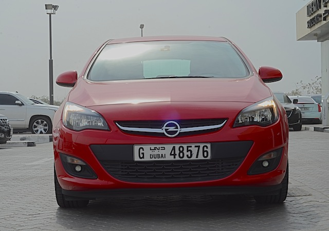 Opel Astra front