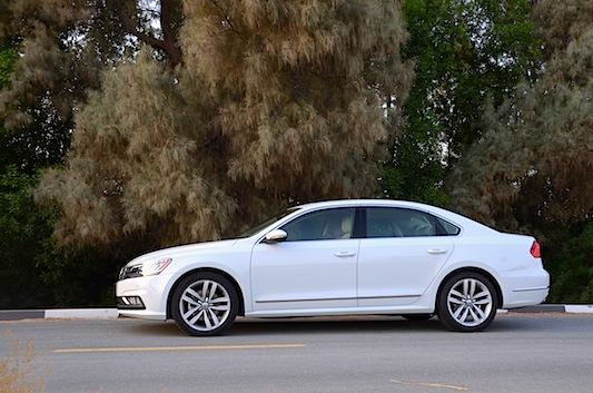 Volkswagen Passat 2016 white