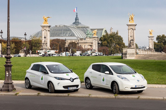 Renault Zoe and Nissan Leaf F in front of le Grand Palais in Paris
